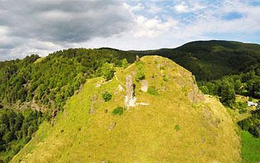 Hrad Sivý kameň – zrúcanina hradu zo 14.storočia, Podhradie - vzdialenosť 750 m